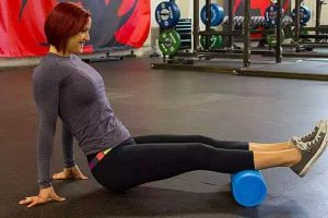 How to use foam roller and massage ball to restore lumbar muscles